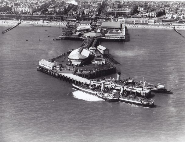 Arial photo Clacton Pier and steamers | Sourced by Roger Kennell, Clacton & District Local History Society