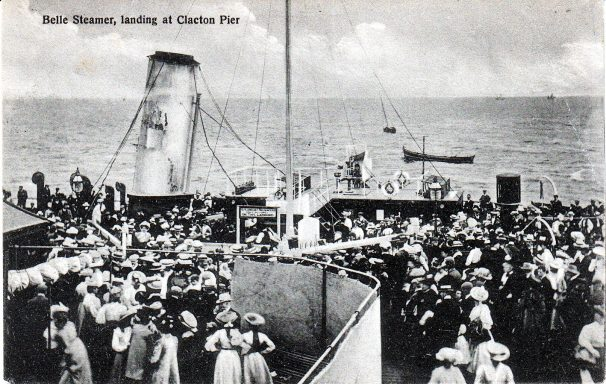 Clacton Belle at Pier 1908 with full crowds | Sourced by Roger Kennell, Clacton & District Local History Society