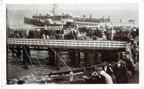 Steamer departing Clacton Pier, crowded pier c. 1905 | Sourced by Roger Kennell, Clacton & District Local History Society