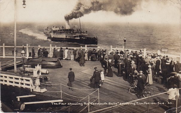 Yarmouth-Belle-making-smoke at end of Clacton Pier, crowd watching c. 1910 | Sourced by Roger Kennell, Clacton & District Local History Society