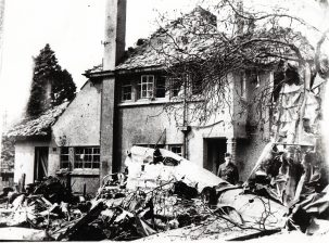 The crash site in Victoria Road 1940 | Courtesy of R. Kennell